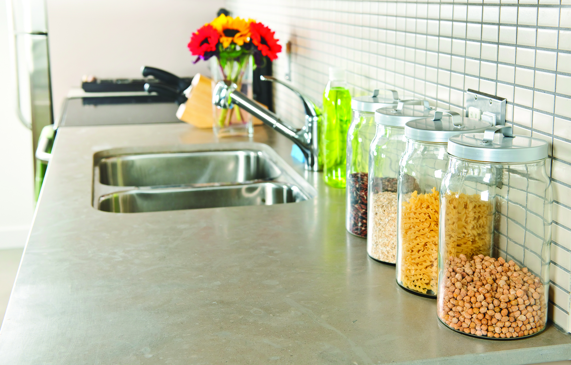 Spring cleaning for How to decorate a kitchen counter