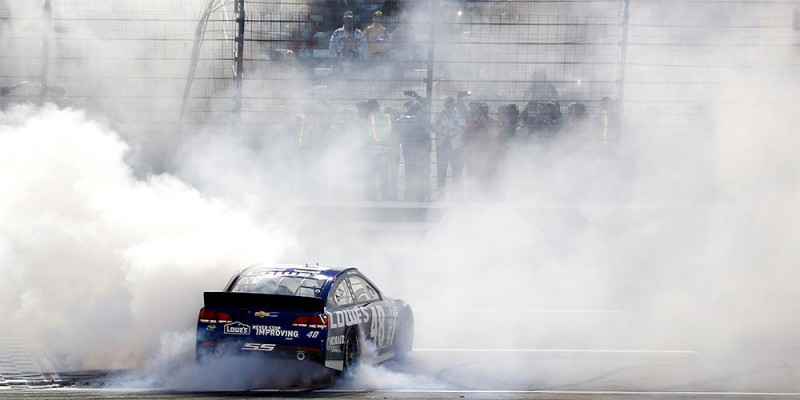 A dominant win at Texas gave Jimmie Johnson the points lead with two races left in the season.