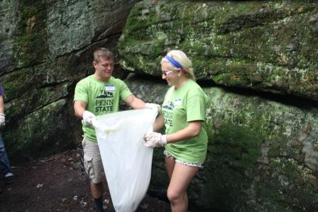 New Students Serve Communities on Outreach Day
