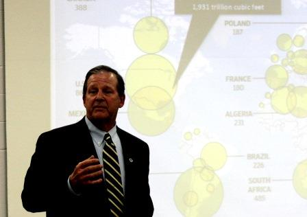 Alumni Fellow, Gas Industry Leader Shares Expertise on Campus