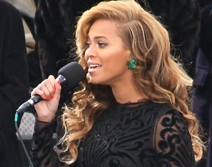 Beyonce fans swarm after unretouched photos surface