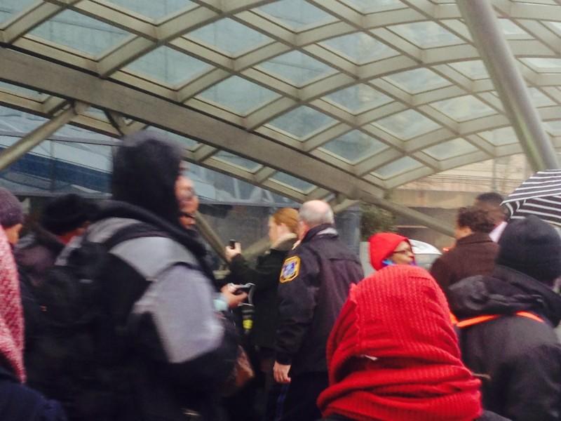 D.C. train service snarled after smoke fills metro station, kills 1