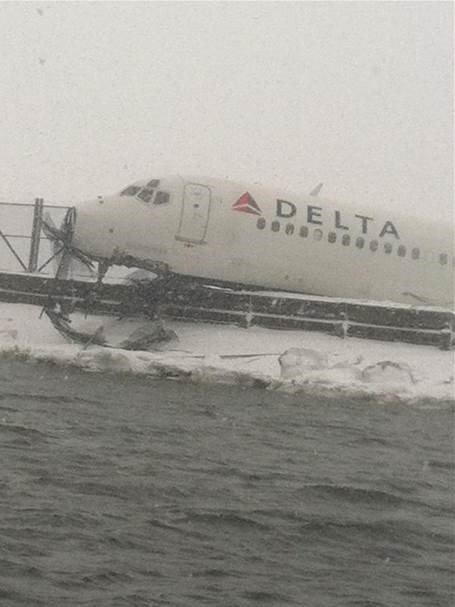 Delta flight skids off LaGuardia runway