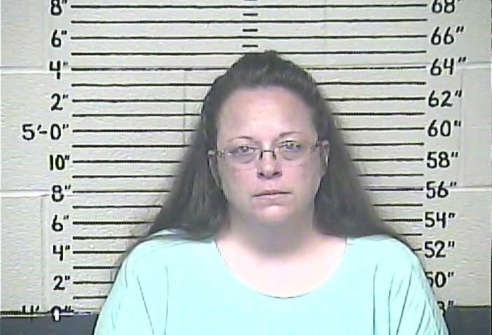 Kim Davis is jailed; clerk's office to issue marriage licenses to gay couples