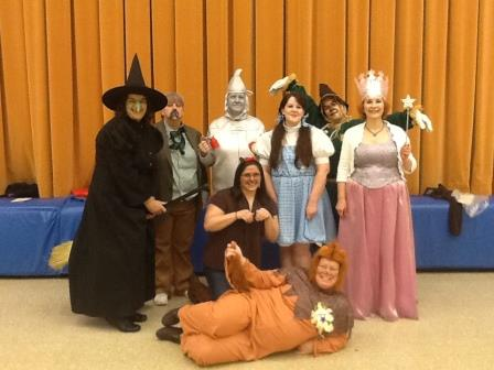Glendale Elementary Staff Dress Up as Wizard of Oz