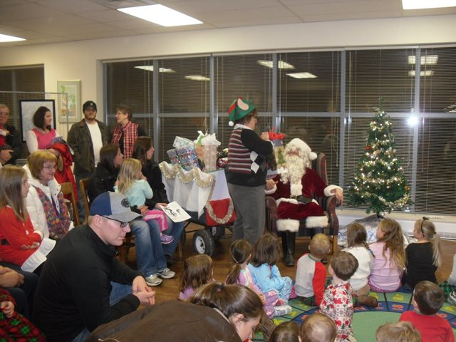 Library Holds Annual Christmas Party for Children