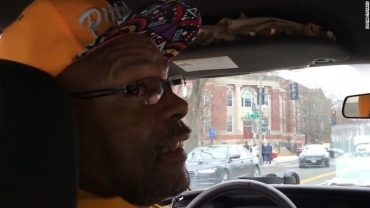 Cab driver says John Elway is his favorite quarterback, then realizes Elway is his passenger