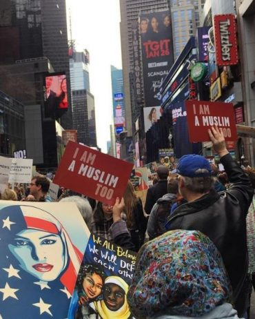 New Yorkers rally to say, 'Today I am a Muslim, too'