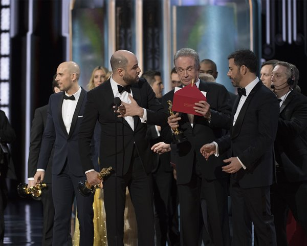 A minute-by-minute look at the Oscars snafu