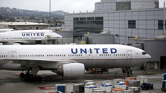 United Airlines in Twitter trouble over dress code rules