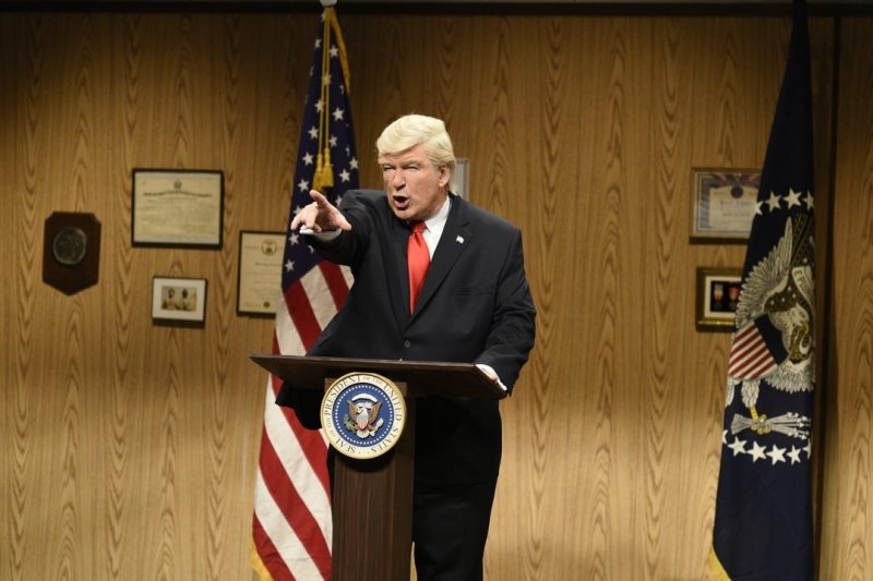 Alec Baldwin does a double take as Bill O'Reilly and Donald Trump on 'SNL'