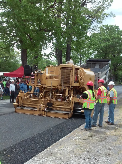 Mo-Valley COG Show Attendees Observe Paving Demonstration