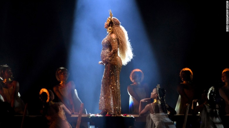 Beyoncé debuts newborn twins Sir and Rumi