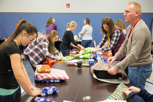 Sheetz Employees Volunteer to Make Holidays Special For Local Families