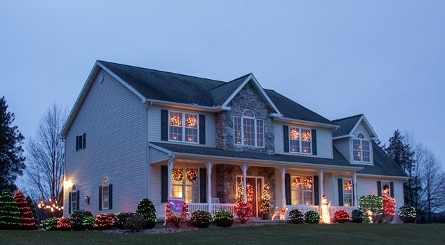 PHOTO SLIDESHOW: Christmas Light Displays