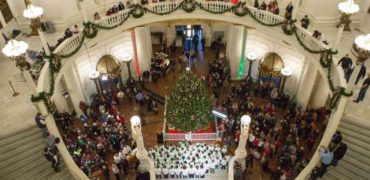 Governor Wolf and First Lady Frances Wolf Light the 2017 Capitol Christmas Tree