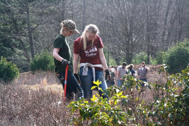 Students Partner with Conservationists for Tree Planting, Habitat Improvement
