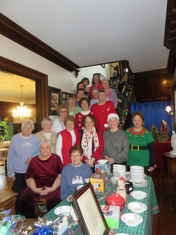 Aquacise Class Donates Proceeds from Annual Christmas Party, Auction