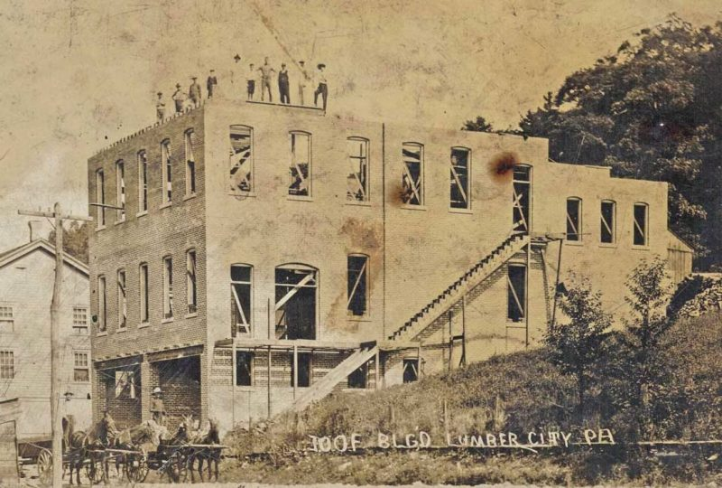 Throwback Thursday: Construction of Lumber City's IOOF Building