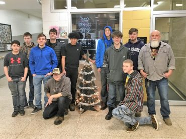 CCCTC Students Create Christmas Tree