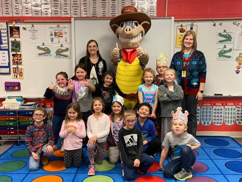 Glendale First-graders Earn Line Dancing Lessons, Pizza Party